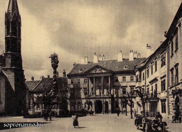 A Fő tér a Városháza felől