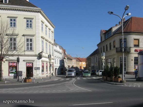 Ötvös utca a Várkerület felől
