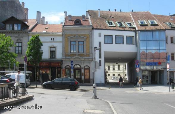 Várkerület - Városház utca átjáró