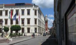 A Templom utca a Széchenyi tér felől