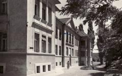 A kórház egyik épülete