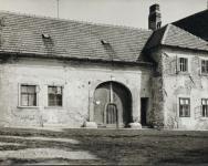 A Bécsi út 16-os számú ház az 1950-es években