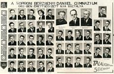 A Berzsenyi Dániel Gimnázium 1962-ben végzett IV.A. osztályának tablója