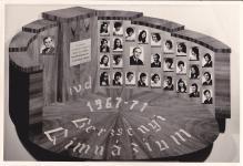 A Berzsenyi Dániel Gimnázium 1971-ben végzett IV.D. osztályának tablója