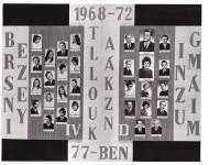 A Berzsenyi Dániel Gimnázium 1972-ben végzett IV.D. osztályának tablója