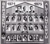A Berzsenyi Dániel Gimnázium 1975-ben végzett általános tantervű osztályának tablója