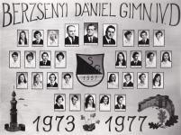A Berzsenyi Dániel Gimnázium 1977-ben végzett IV.D. osztályának tablója