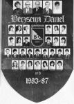 A Berzsenyi Dániel Gimnázium 1987-ben végzett IV.B. osztályának tablója