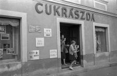A Ciklámen cukrászda bejárata