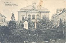 A régi színház és Liszt Ferenc szobra