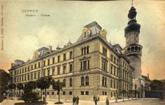 A Városháza a Tűztoronnyal