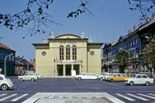 A Petőfi Színház és a parkoló