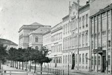 A Széchenyi tér északi oldala 1875-ben
