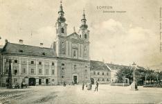 A Széchenyi tér keleti fele