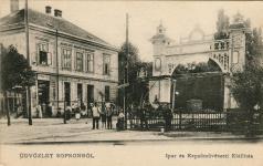 Az 1904-es Iparkiállítás bejárata, a Dicsőségkapu