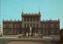 Az egykori Kellner Sándor Általános Iskola és a Kellner-szobor