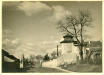 Az Esernyős ház és a Fehér-kereszt