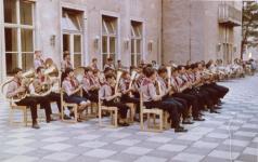 Az úttörőzenekar koncertje a kultúrház teraszán