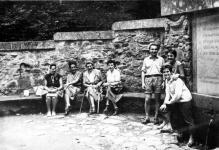 Kirándulók a Deákkútnál