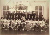 Csoportkép a Löbl-féle tánciskolából