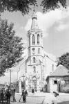 Életkép a Szent Mihály-templom előtt