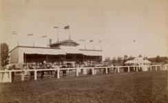 Életkép az egykori lóversenytérről