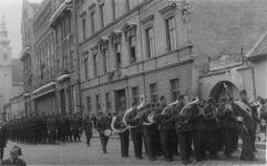 Felvonulás a Széchenyi téren