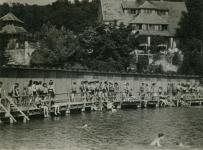 Fürdőélet a Tómalmon az 1940-es évek elején