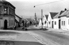 A Szent Mihály utca háttérben a város tornyaival