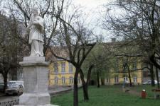 Kőfaragó téri részlet Nepomuki Szent János szobrával
