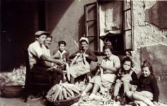 Kukoricafosztás a Rózsa utcában