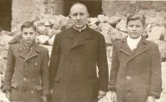 Ministránsok a Káptalan-ház udvarán