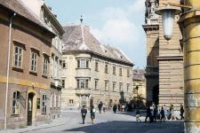 Pillantás a Fő térre a Szent György utca felől