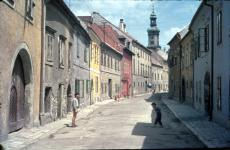 Az Új utca a Középkori Zsinagóga feltárása előtt