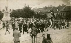 Tüntetők a Mária-szobornál 1921. augusztus 29-én