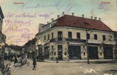 A Royal kávéház a Várkerület és az Ötvös utca sarkán
