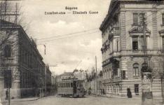 Villamos  az Erzsébet utca és a Deák tér találkozásánál