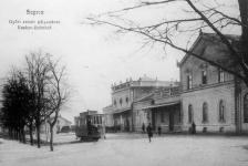 Villamos a Győri vasát állomása előtt