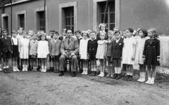 Major László kisdiákokkal 1952-ben