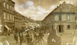 Az Ötvös utca a Várkerület felől