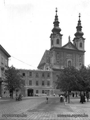 A Tschurl-ház bontása