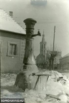 Befagyott kút a Szent Mihály utcában