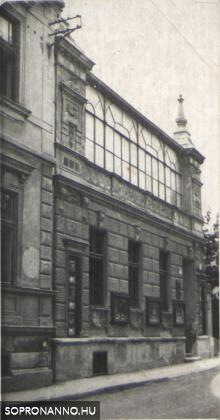 A Torna utca 22. - korábban 14. a Paprét felől