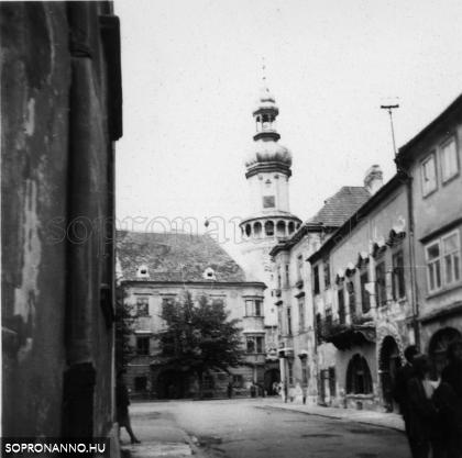 A Tűztorony a Kolostor utca felől