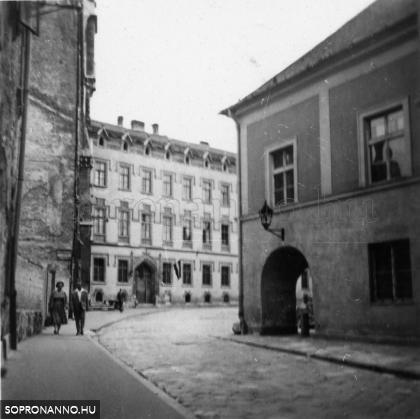 Az Orsolya tér