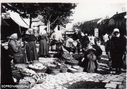Piac a Mária-szobornál