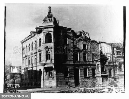 A Deák tér bombázás után