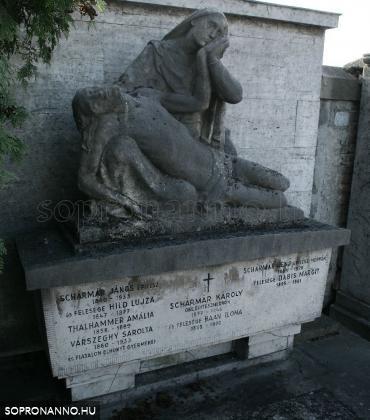 A Schármár család sírköve