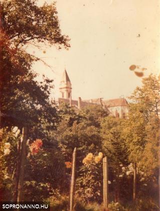 A bánfalvi kolostor a kertek felől