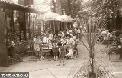 A Deák étterem kerthelyisége egykor